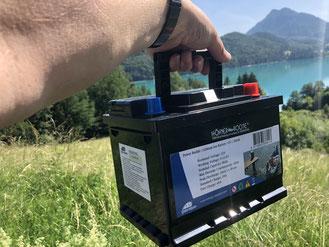 Federleicht. Die 7 kg leichte Batterie bringen Sie spielerisch zu Ihrem Boot.