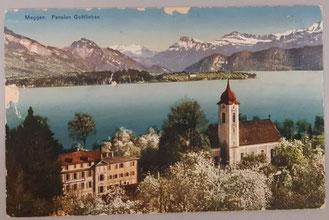 Pension Gottlieben und Magdalenenkirche vor dem malerischen Alpenpanorama (Bild: Historisches Archiv Gemeinde Meggen, Signatur Nr. G3.G Fotothek 6)