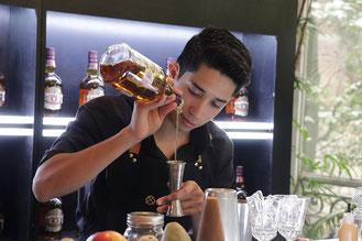 bartender Ricardo Santillán chivas masters regal