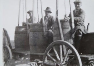 Präparate rühren, Heynitz 1930er Jahre, Foto: Nachlass BvH