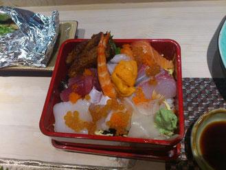 メインの海鮮丼。コレはボリウムがあってお得感いっぱい!