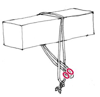 ロープの結び目を梁の上にまわす