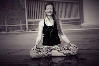 Yogalehrerin Eva Paasch, Hatha und Yin Yoga One World Yoga Frankfurt