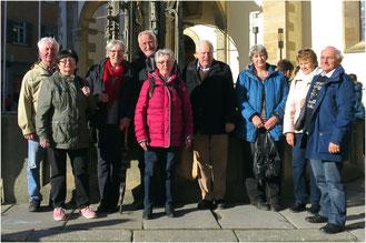 Teilnehmer der Exkursion vor dem Dom St. Martin in Rottenburg am Neckar
