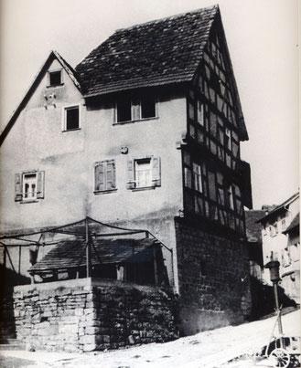 Eines der ältesten Häuser von Flehingen, Haus Kraft am Senselberg – vor einigen Jahren abgerissen. Das Bild kam neu ins Archiv.