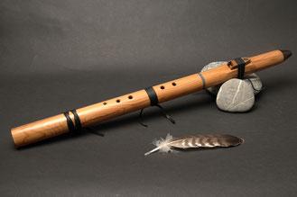 Flöte aus Eibe, Ton Cis, Stein Lapislazuli