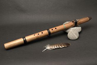 Flöte aus Walnuss, Ton Fis, Stein Türkis