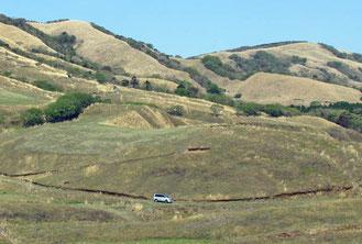 草原中腹 中央は愛車のデリカ