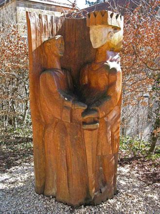 © Traudi - Stele bei der Barbarossakirche, am Fuße des Berges