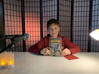 """Der Sieger der Schulrunde 2019: Johannes (6a) las aus """"Harry Potter""""."""
