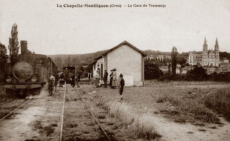 Tacot en gare de La Chapelle Montligeon