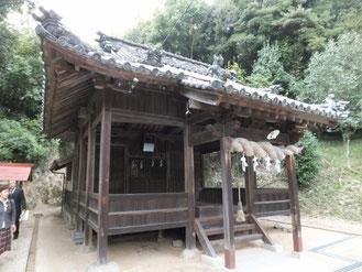 「籾種渡しの春祭り」が行われる松山市庄の春日神社。やはり物部系の神である経津主神を祀る。