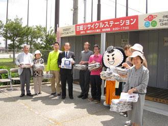 和田市長となごみの郷関係者たち