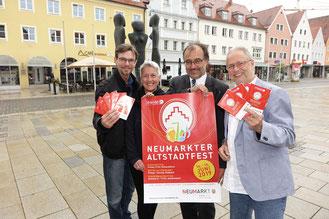 Bild: Vorfreude auf das Altstadtfest bei Christian Jäger, Barbara Leicht, Peter Ehrensberger und Wolfgang Fuchs (von links)