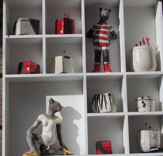 Satues et boites en céramique raku de l'atelier simplement terre par Chloé Bercovici
