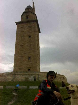 -Desde la Torre de Hércules un saludo para todos... Clique en la imagen y verá un vídeo de la HISTORIA DE ESTE FARO..