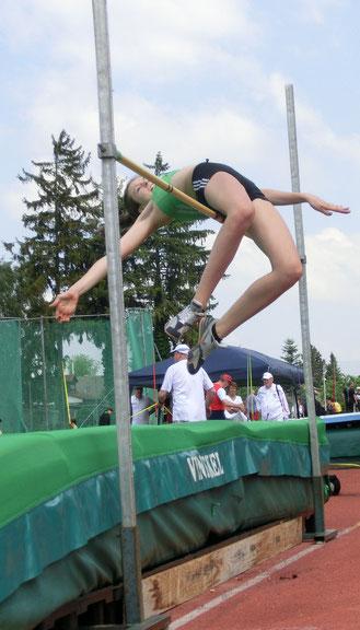 Klara überspringt 1,50 Meter