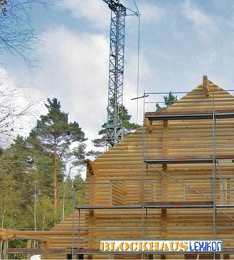Blockhausmontage mit Turmdrehkran