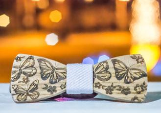 5 ans de Mariage : Un nœud papillon en bois