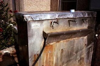 an diesem gekühlten Wasser-Behälter kühlte ich mich herunter