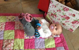 Igelchen mit Deckelkette und Babyjeans