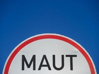 Ein Hinweisschild für Straßenmaut. Foto: Stefan Sauer/Ilustration