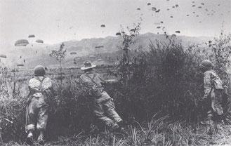 Photo d'un ravitaillement à Dien Bien Phu (Armée française -DR)