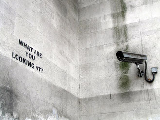 """Big Brother "" versus l'artiste Banksy (DR)"