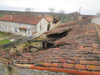 Rénovation charpente couverture et zinguerie sur Tourriers  en Charente