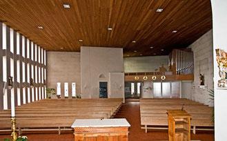 Südwand Fenster Pfarrkirche Mariä Himmelfahrt in Brigels