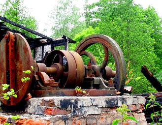 alte Winde einer Holz-Staustufe