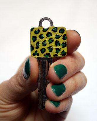 Schlüssel DIY Leomuster mit Nagellack