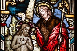 Foto: Bleiglasfenster einer Kirche