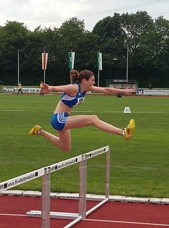 ...mit großem Vorsprung und neuer persönlicher Bestzeit meisterte Anna den 80 Meter Hürdenlauf :-)