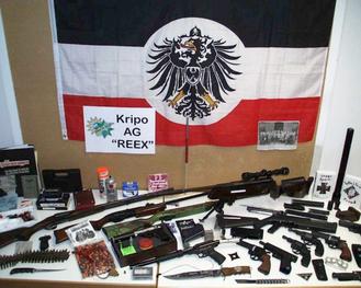 """Våbenfund efter ransagelser hos medlemmer af  nazi-chatgruppen """"Nordkreuz"""""""
