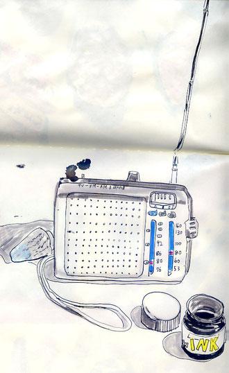 巻貝とラジオと黒インク
