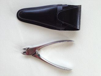 爪白癬の治療などに有用な小道具 足の巻き爪や肥厚した爪のカットの必需品 美容室でも使われている
