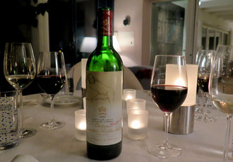 Wein, Mouton Rothschild,  gefüllte Gläser