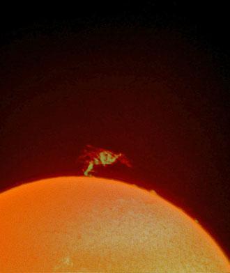 Riesenprotuberanz am Sonnenrand vom 19,05,2012