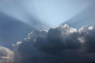 Lichtspiele in den Wolken