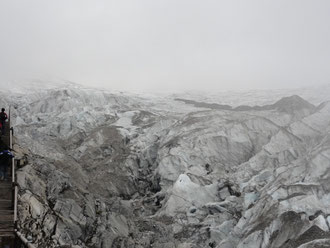 玉龍雪山 標高4600m地点の大理石の岩肌