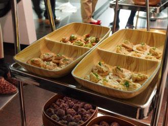 お煎餅にのせたのは、大豆&柚子胡椒ディップ