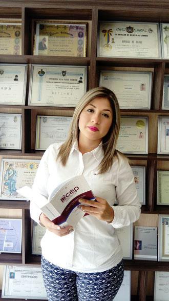Ab. Lourdes Viviana Zambrano Martínez