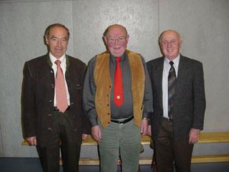 von links: Dr. Wolfgang Rees, Tischtennis Ehren-Abteilungsleiter Manfred Herbst und Heinz Sieber