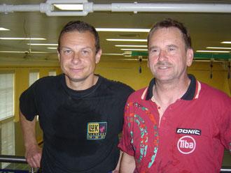 von links: Peter Herbst mit Ochsenfurts Wiederzugang Paul Fechner