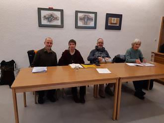 Foto: (v.l.) Frits ter Kuile, Sigrid Eckert-Hoßbach, Jürgen Hoßbach und eine weitere Anti-Atomwaffen-Aktivistin.