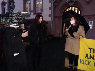 Niederländisches TV-Team begleitet Margriet Bros in ihrem Verfahren. Amtsgericht Cochem. 7.12.2020