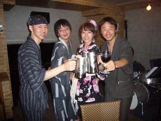 左から Tetsu、ユッキー、Hiromi、リッキー