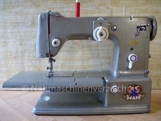 Pfaff 330, Zickzacknähmaschine, Freiarm mit Einbaumotor und Klapptisch, Hersteller: G. M. Pfaff AG, Kaiserslautern, Baujahr 1952 (Bilder: I. Naumann)