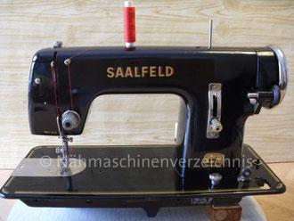 Saalfeld Modell 0, Geradstich-Haushaltsnähmaschine, Flachbett, Fußantrieb, Vorrichtung für Motoranbau  vorhanden , Hersteller: VEB Nähmaschinenwerk Saalfeld/Saale (Thüringen), (Bilder: I. Naumann)